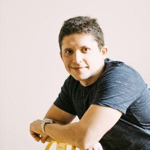 Víctor J Servin