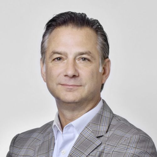Profile photo of Scott Hamey, Executive Vice President of Strategy and Manufacturing at Versant Health