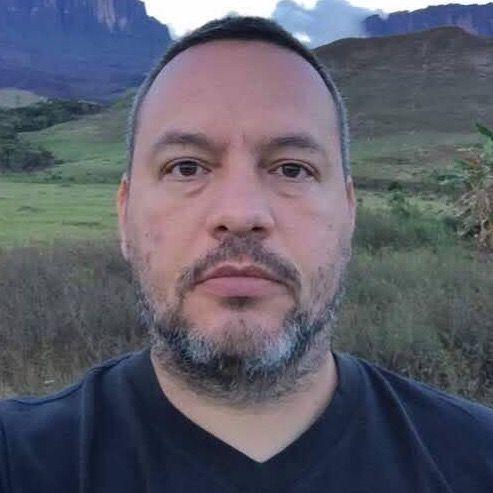 César Vivas B