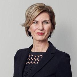 Martine J. van Vugt