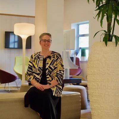 Lois Farquharson