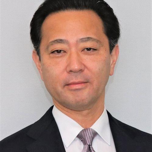 Yasunobu Suzuki